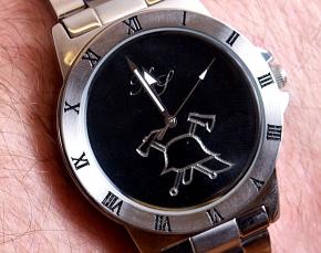 Armbanduhr mit Initialen