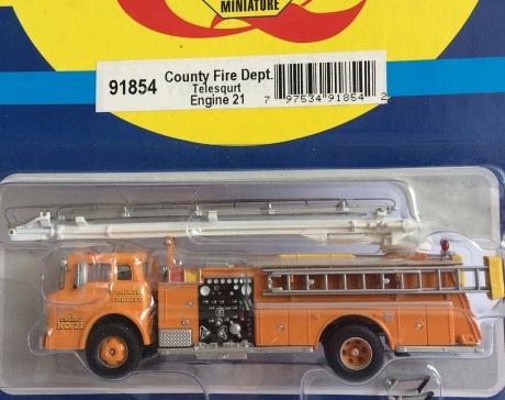 Athearn 91854, Ford C Telesqurt, County Fire/Orange #21